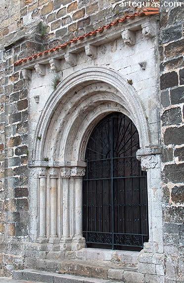 Église de Santa María de Los Angeles de San Vicente de la Barquera. Camino de la Costa à Santiago de Compostelle