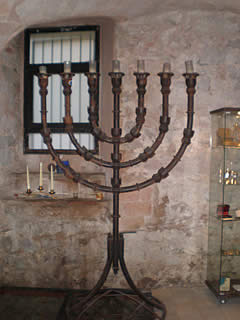 Menorah en la sinagoga mayor de Barcelona